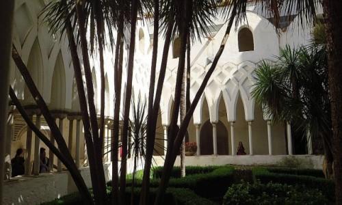 Zdjęcie WłOCHY / Kampania / Amalfi / wirydarz katedralny
