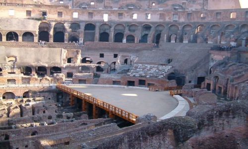 Zdjęcie WłOCHY / Rzym / Rzym / Rzym - rekonstrukcja areny w Koloseum