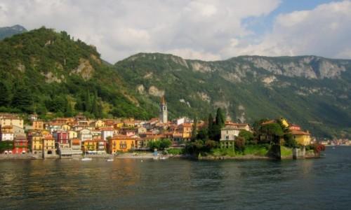 Zdjecie WłOCHY / Lombardia / Lago di Como / kolorowa Varenna...