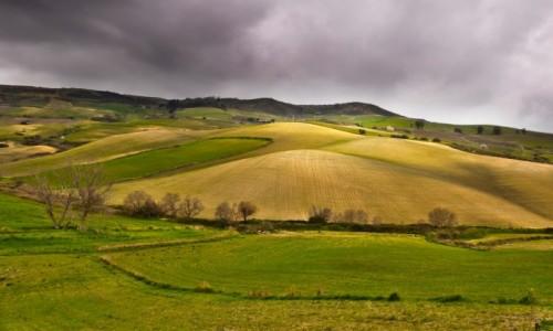 WłOCHY / Sycylia / Droga z Enny do Caltagirone  / Kapryśna pogoda