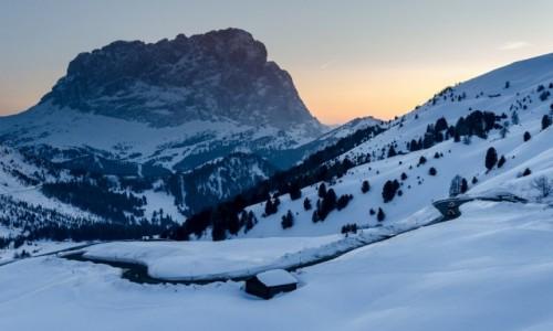 Zdjecie WłOCHY / Południowy Tyrol / Passo Gardena / błękitna pora...