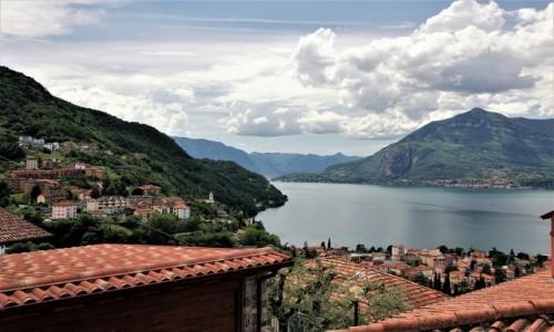 Zdjęcie WłOCHY / Lombardia / Bellano / Ponad dachami
