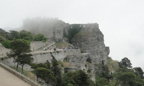 WłOCHY / Sycylia / Erice. / Z podróży po Sycylii - ericejskie mgły :)