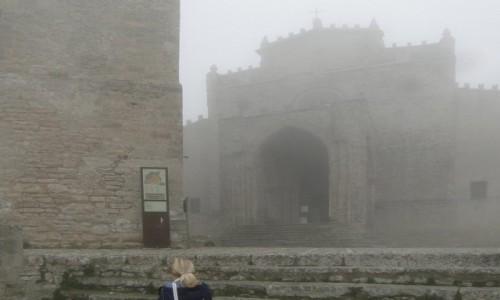 Zdjecie WłOCHY / Sycylia / Erice. / Z podróży po Sycylii - ericeńskie mgły :)