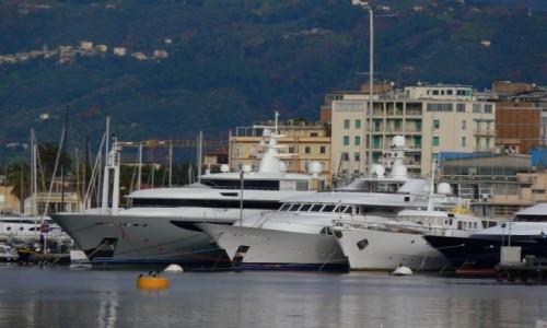 Zdjecie WłOCHY / Toskania / Viareggio / Port zacumowane