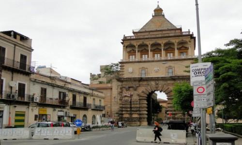 WłOCHY / Sycylia / Palermo / Klimaty Palermo - Porta Nuova.