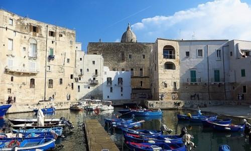 WłOCHY / Apulia / Monopoli / port rybacki