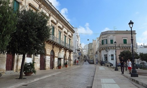 WłOCHY / Apulia / Locorotondo / centrum miasteczka