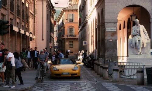 Zdjecie WłOCHY / Lombardia / Mediolan / Mediolańska uliczka