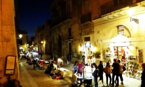 Zdjecie WłOCHY / Salento / Lecce / ulica w Lecce