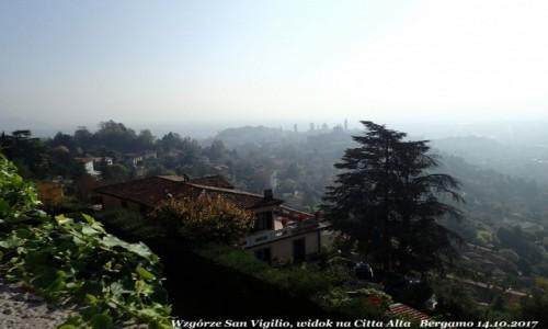 Zdjecie WłOCHY / Lombardia / Bergamo - Citta Alta ( górne miasto) / Bergamo wzgórze San Vigilio, widok na górne miasto - Citta Alta