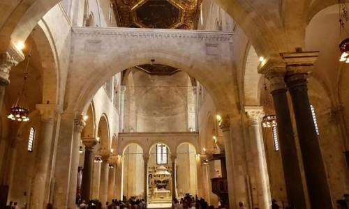 Zdjecie WłOCHY / Apulia / Bari / bazylika św. Mikołaja - nawa główna