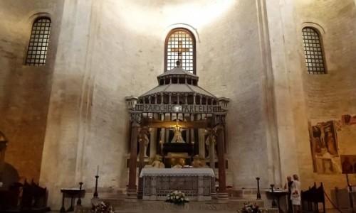 Zdjecie WłOCHY / Apulia / Bari / bazylika św. Mikołaja - ołtarz