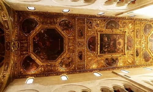 WłOCHY / Apulia / Bari / bazylika św. Mikołaja - sklepienie nawy głównej