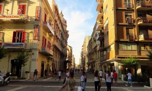 Zdjecie WłOCHY / Apulia / Bari / deptak w  Bari