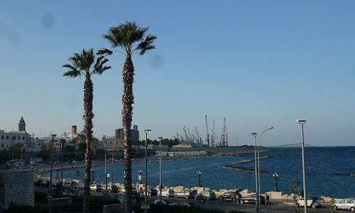 WłOCHY / Apulia / Bari / widok na port