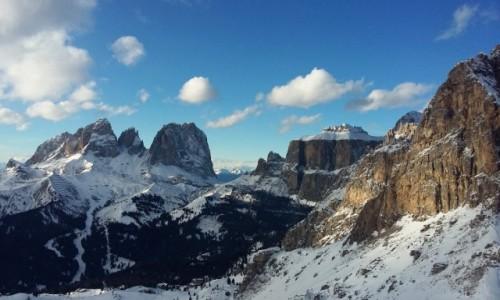 WłOCHY / Dolomity / Val di Fassa / zimowy krajobraz