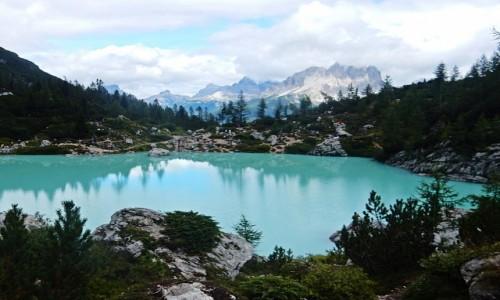 WłOCHY / Dolomity / jezioro Sorapis / w Dolomitach