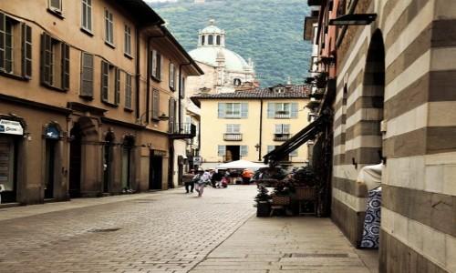 Zdjecie WłOCHY / Lombardia / Como / W drodze do katedry