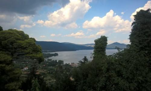 Zdjecie WłOCHY / Lacjum / Bracciano / Widok ze wzgórza zamkowego na jezioro Bracciano