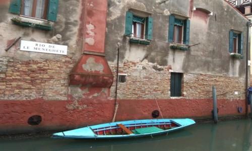 Zdjecie WłOCHY / Wenecja / Wenecja / Kolorowa łódka