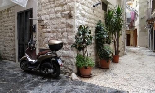 Zdjecie WłOCHY / Puglia / Bari / Senne uliczki