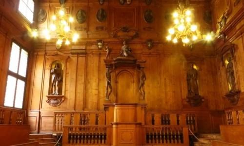 Zdjecie WłOCHY / Emilia-Romania / Bolonia / Palazzo dell'Archiginnasio - teatr anatomiczny