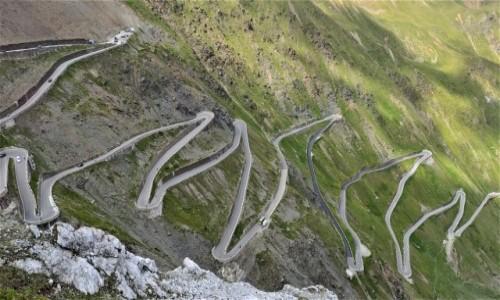 WłOCHY / alpy / Przełęcz Stelvio   / droga na przełęcz  Stelvio