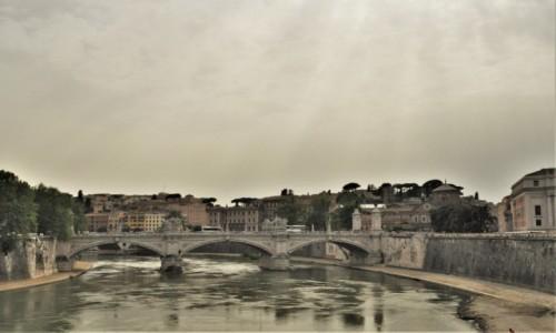 Zdjęcie WłOCHY / Lazio / Watykan / Watykan, most na Tybrze