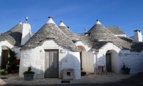 WłOCHY / Apulia / Alberobello / Urocze chatki - trulli