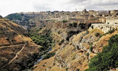 WłOCHY / Apulia / Wąwóz rzeki Gravina / Sassi - skalne miasto w Materze