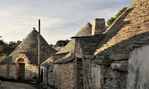 Zdjecie WłOCHY / Apulia / Rione Aia Piccola / Alberobello - zakamarki, stare walące się już trulli