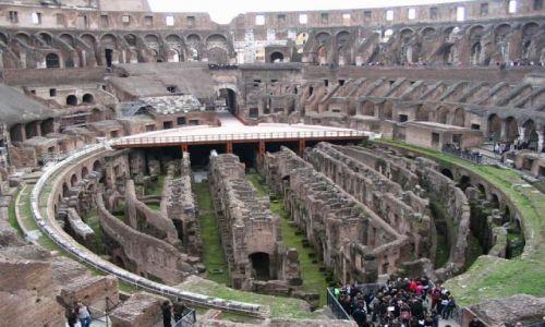 Zdjecie WłOCHY / Europa / Rzym / Koloseum od środka