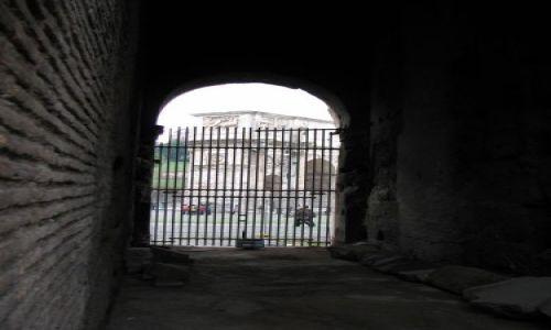 Zdjecie WłOCHY / brak / Rzym / Zza murów