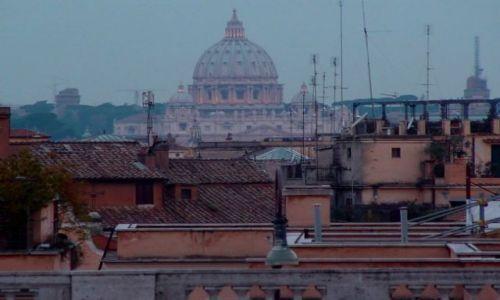 Zdjecie WłOCHY / Lazio / Rzym / niczym korona nad dachami miasta...
