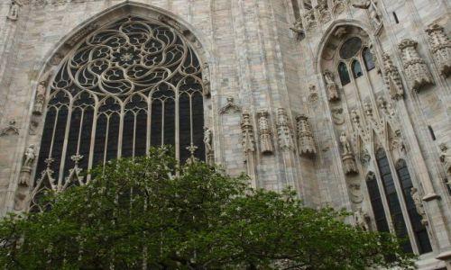 Zdjecie WłOCHY / Mediolan / kawałek Duomo / szare ulice