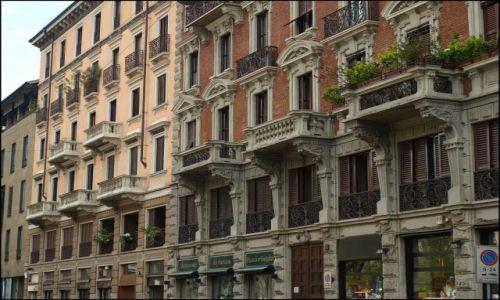 Zdjecie WłOCHY / Mediolan / troszkę w bok od katedry / szare kamienice