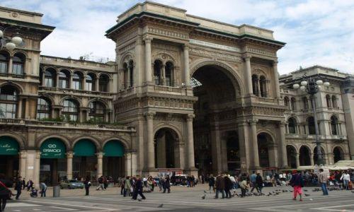 Zdjecie WłOCHY / Mediolan / troszkę w bok od katedry / Brama do najdroższych sklepów