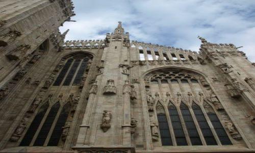 Zdjecie WłOCHY / Mediolan / jakaś katedra w centrum / całkiem krzywo