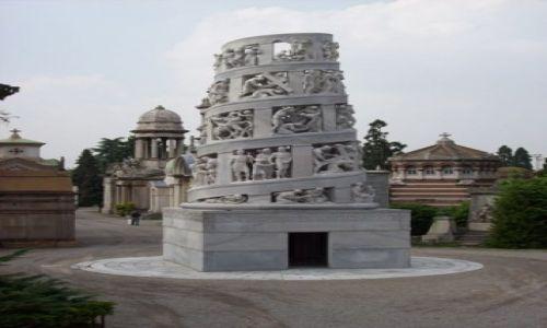Zdjecie WłOCHY / brak / Mediolan / to nie krzywa wieża w Pizie, to Cimitero Monumentale, prawdziwe dzieło sztuki