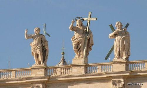 WłOCHY / brak / Rzym / Rzym Plac Św.Piotra rzeźby na Bazylice
