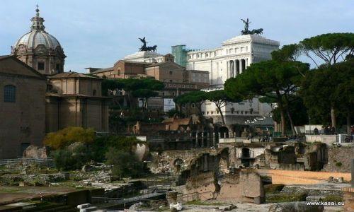 WłOCHY / brak / Rzym / Rzym widok na Forum Cezara i Ołtarz Ojczyzny