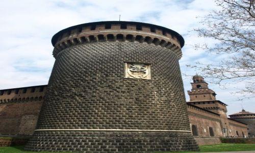 Zdjęcie WłOCHY / Milano / Castello Sforzesco / z boczku