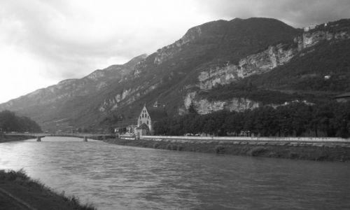 Zdjęcie WłOCHY / Trentino / Bolzano / Bolzano nad rzeką