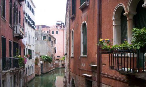 Zdjecie WłOCHY / Veneto / Wenecja / Pod balkonem