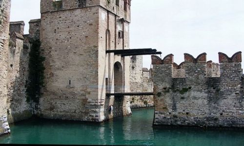 Zdjecie WłOCHY / Lago di Garda / Sirmione / Lago di Garda - Sirmione - Rocca Scaligera