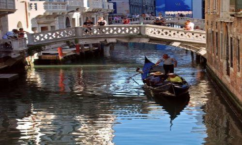 WłOCHY / -Włochy / Wenecja /  Weneccy gondolierzy