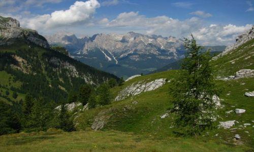 Zdjęcie WłOCHY / . / Dolomity / Widok na masyw Catinacio