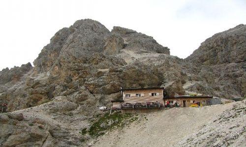 Zdjecie WłOCHY / . / Dolomity / Schronisko na przełęczy Principe