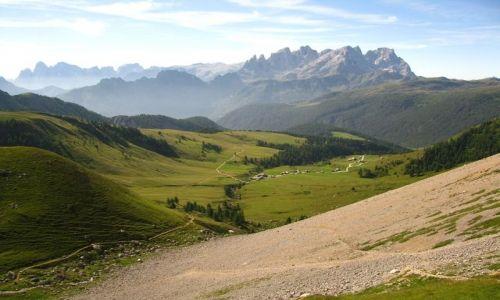 WłOCHY / . / Dolomity / W drodze na przełęcz Cirelle